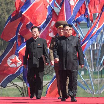 Церемония открытия нового жилого комплекса на улице Рёмён в Пхеньяне