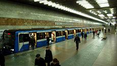 метро киев поезд станция поздняки