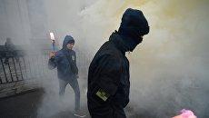 Белоруссия требует от Украины расследовать акцию с файерами у посольства в Киеве
