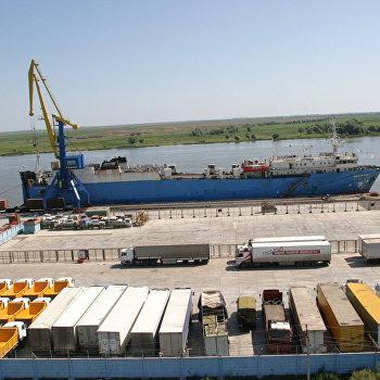 Контейнерный терминал порта Оля Астраханской области