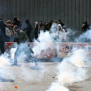 Протесты лицеистов в Париже против кандидатов в президенты