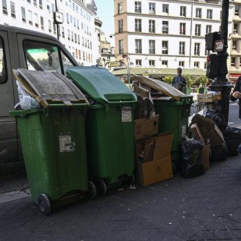 Перебои с вывозом мусора в Париже из-за забастовки коммунальщиков