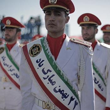 Празднование годовщины исламской революции в Иране