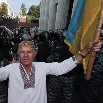 Акция протеста против закона о языках в Киеве