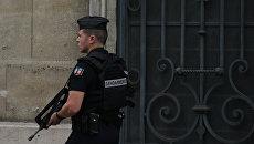 Неизвестный напал с молотком на прохожих во Франции