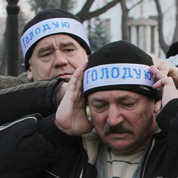 Акция протеста чернобыльцев у здания правительства Украины