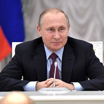 Президент РФ В.Путин провел встречу с учителями – наставниками выпускных классов