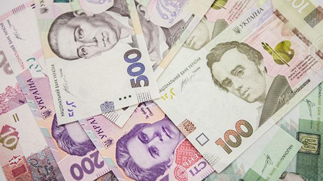 «Свободная пресса»: Под видом военного налога украинцы содержат олигархов