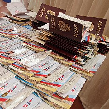 Торжественное вручение российских паспортов ученикам школы Симферополя