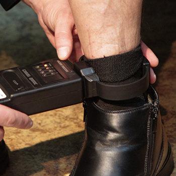 Демонстрация электронных браслетов для заключенных в ГУФСИН СПБ