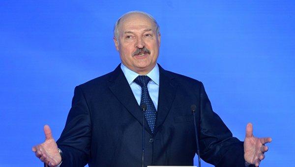 Лукашенко пообещал выполнить все поручения Порошенко иПутина поДонбассу