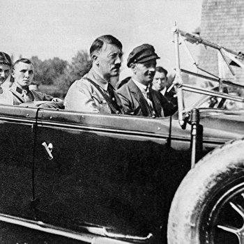 А. Гитлер с М. Борманом и его невестой