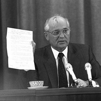 Президент СССР Михаил Горбачев 22 августа дал первую пресс-конференцию после возвращения из Фороса