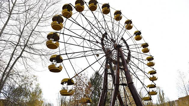 Туристы запустили колесо обозрения вПрипяти без электричества