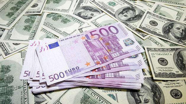 Евросоюз хочет перейти с доллара на евро при оплате иранской нефти