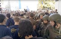 Митингующие в Одессе ворвались в здание мэрии