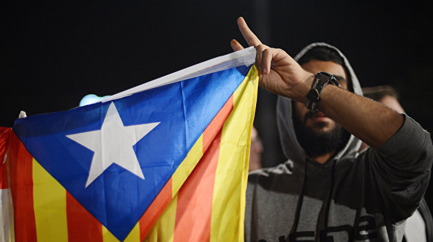 Руководитель  Каталонии выступил за разговор  сМадридом— Независимость откладывается