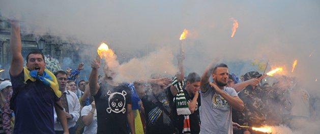 Фанаты киевского «Динамо» напали на автобус с болельщиками греческого АЕК