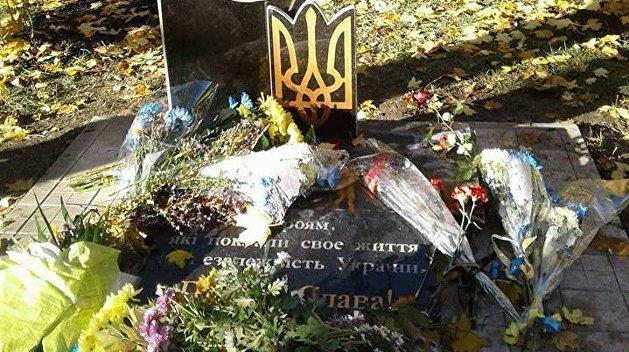 ВКонстантиновке через сутки после установки повредили монумент солдатам АТО