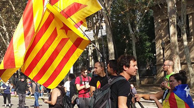 Барселона объявила о независимости, а Мадрид лишил ее автономного статуса