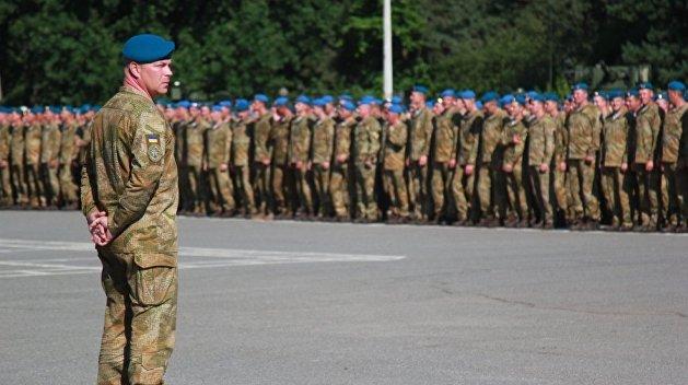 Крыши текут: Украинские десантники раскритиковали смену голубых беретов набордовые