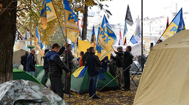 Практически тысяча человек пришла намитинг Саакашвили уВерховной Рады вКиеве