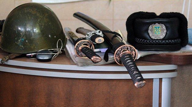 При обыске усына Авакова отыскали два меча