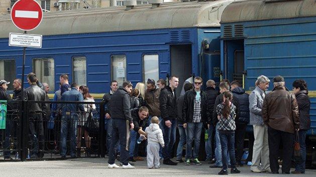 На Украине пассажиры пытались завести поезд «с толкача»