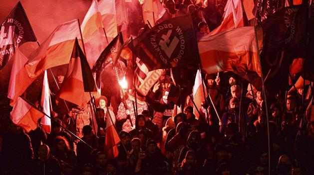 Польша превращается в суровое тоталитарное общество — эксперт
