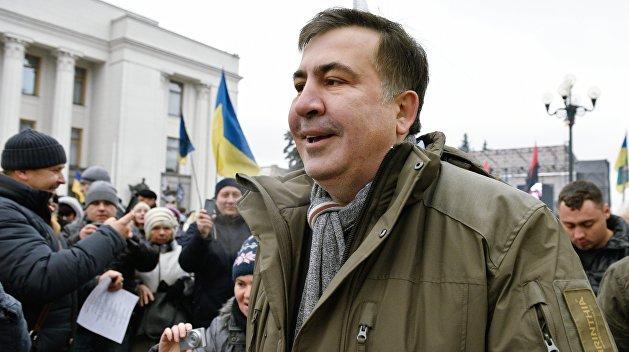 УВерховной рады люди собираются намитинг вподдержку Саакашвили