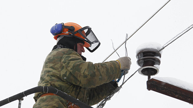 Из-за стихии на Украине остались без электричества почти 300 населенных пунктов