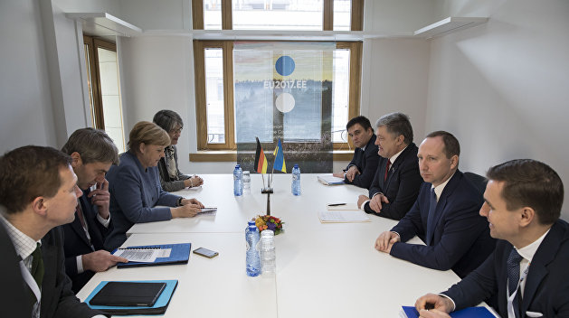 Порошенко иМеркель обсудили инициативу размещения миссии ООН вДонбассе