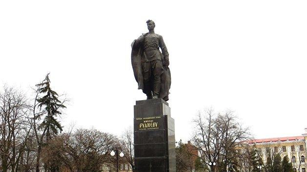 Декоммунизаторы добрались до могилы героя Гражданской войны