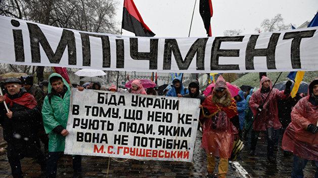 Активисты привезли к дому Порошенко «столб позора»