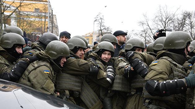К администрации Порошенко стягивают Нацгвардию