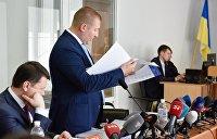 Адвокатов Януковича силой вывели из зала суда