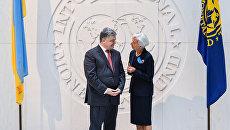 На крючке: как огромный долг и МВФ толкают Украину к дефолту - РИА Новости