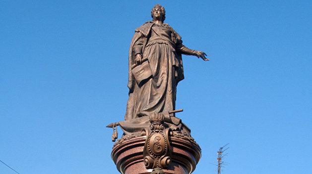 Война с памятниками: Потемкинцы на месте, Екатерина Великая отбивается