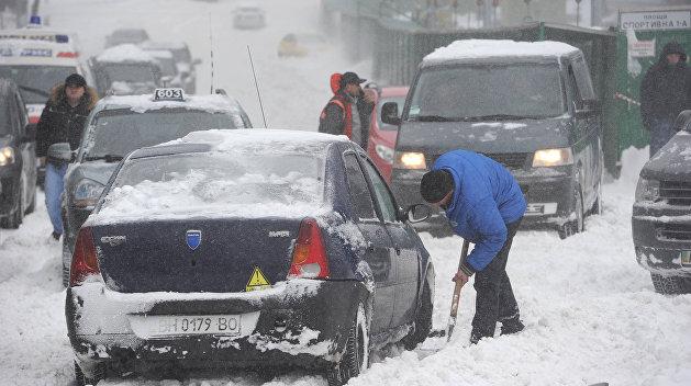 Снег и лед сковали Одесскую трассу