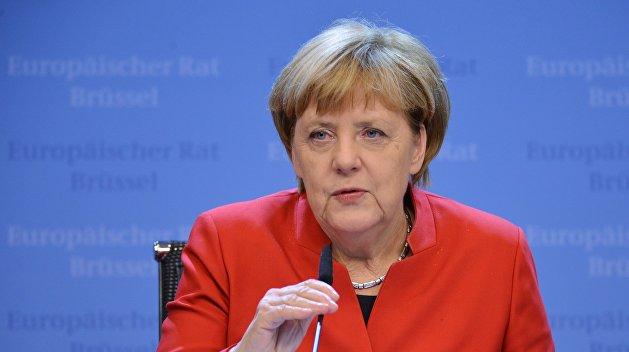 Опрос: немцы включили Шульца, Зеехофера иМеркель вантирейтинг политиков года