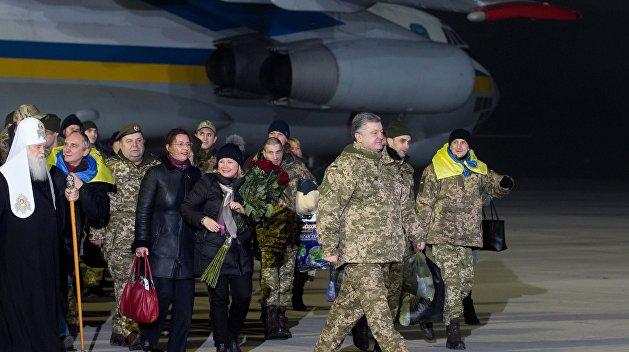 Порошенко обговорив з главою УПЦ Онуфрієм питання звільнення з полону українських військових - Цензор.НЕТ 9493