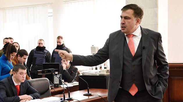 Саакашвили получил право выходить из дома по ночам
