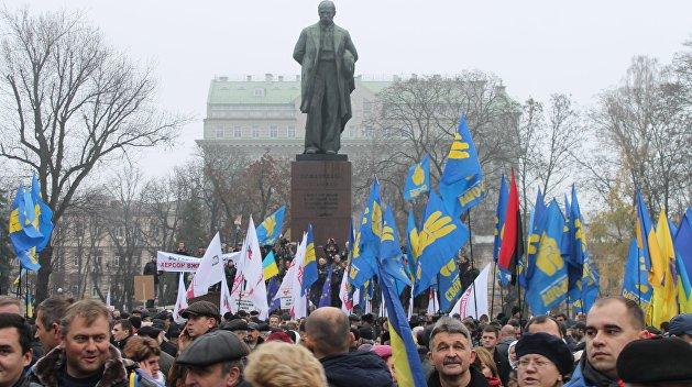 Винница: Ленин пал, за ним — Шевченко
