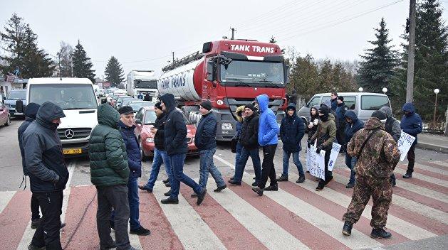 Львовские «челноки» отстаивают свой бизнес на границе