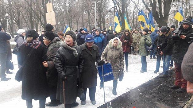 Обыкновенный фашизм: В Запорожье сорвали акцию в честь Сталинградской битвы