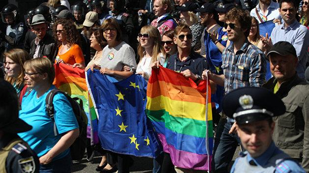Украинцы ради убежища в Европе выдают себя за геев и коммунистов — «Вести»