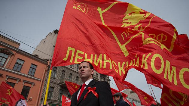 Знамя Ильича: На Олимпиаде россиянин отбил у полиции святыню магаданских комсомольцев