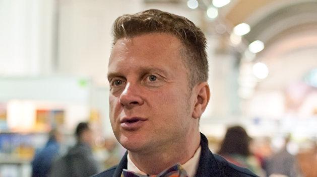 Побежали: Заслуженный алиментщик Украины Антин Мухарский покинул страну