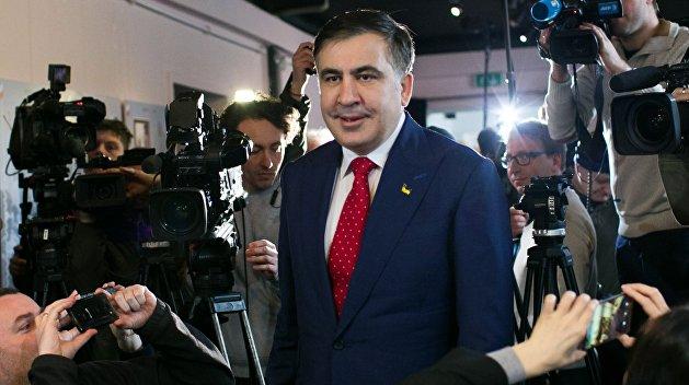 Устроился: Саакашвили получил право жить и работать в Евросоюзе