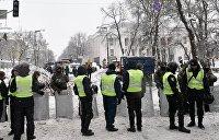 Amnesty International потрясена тем, что на МихоМайдане полицейский ударил журналиста по ноге